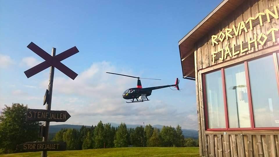 Helikopter hos Rörvattnets Fjällhotell