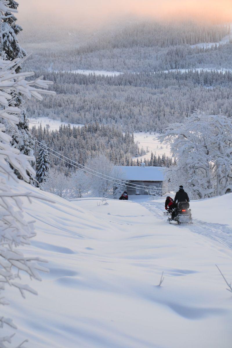 Skoterliv i Vallrun. Foto © flyttatillfjallen.se