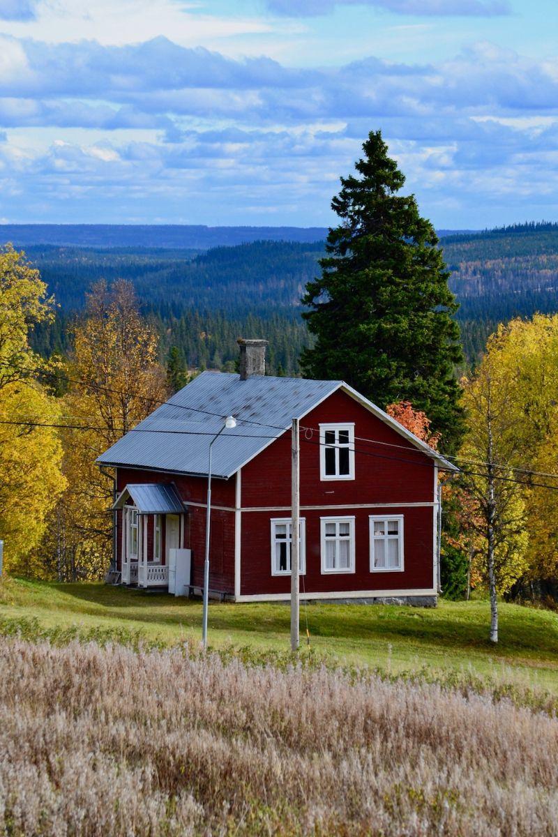 Skolan i Vallrun. Foto © flyttatillfjallen.se