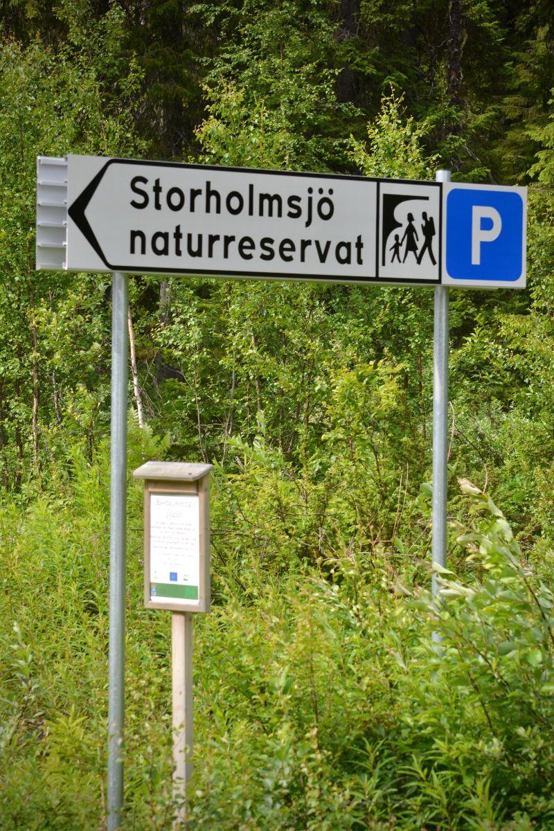 Parkering vid Storholmsjö Naturreservat. Foto © flyttatillfjallen.se