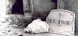Lápida de Miguel Hernández - Hoy.es