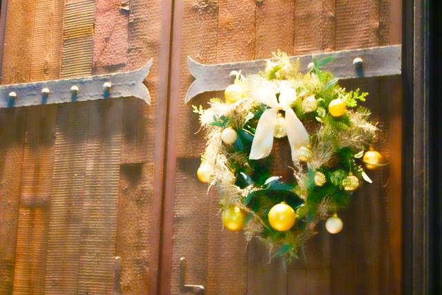 玄関のドア飾り〜その種類や風水の問題は?