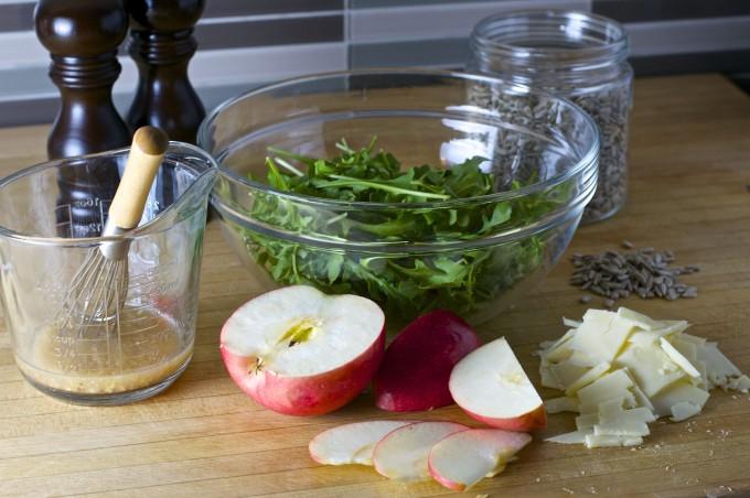 apple cheddar arugula salad ingredients