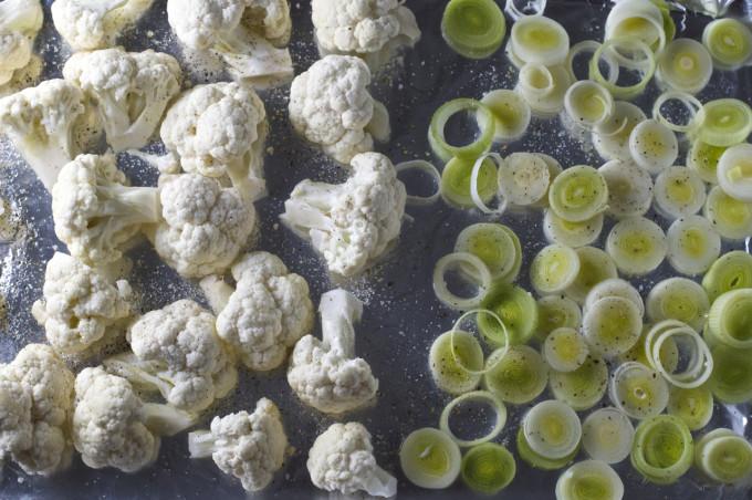 cauliflower cheese bake cauliflower leeks