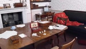Bronte Sisters Museum Esstisch