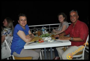 Doktor İlhami Tankut Anadolu Lisesi Kabare Saçıbeyez Restaurantda İftar Yemeğinde Buluştu.