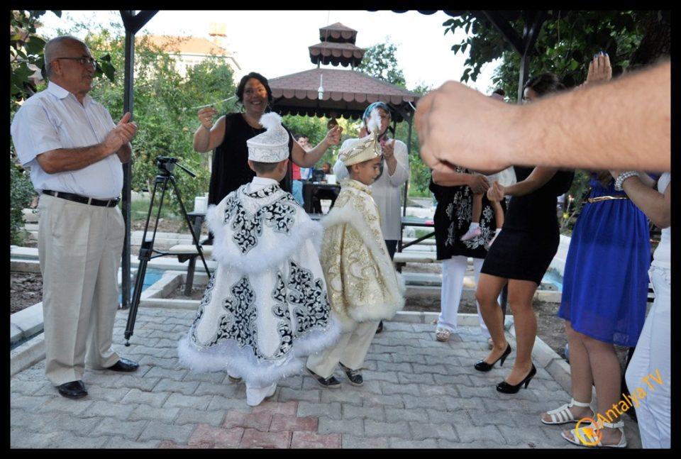 Antalya TV- Ali Aksoy- Hatice Aksoy- Muhabir Rüya Kürümoğlu (5)