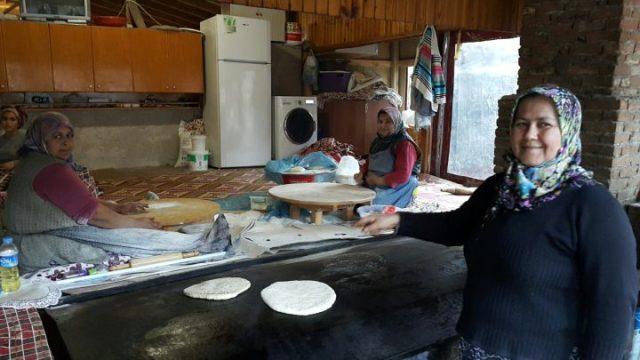 Gözlemeciler Bazlamacılar - Arife Kır Sofrası Çakırlar Kahvaltı Mekanları Antalya