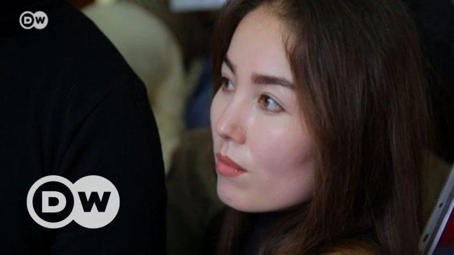 Çin'in eğitim kamplarında kaybolan Kazaklar - DW Türkçe