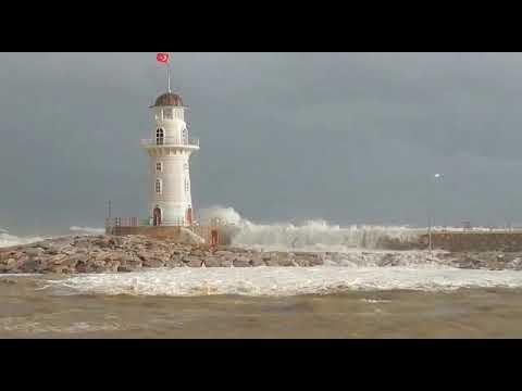 Dev dalgalar Alanya'yı vurdu