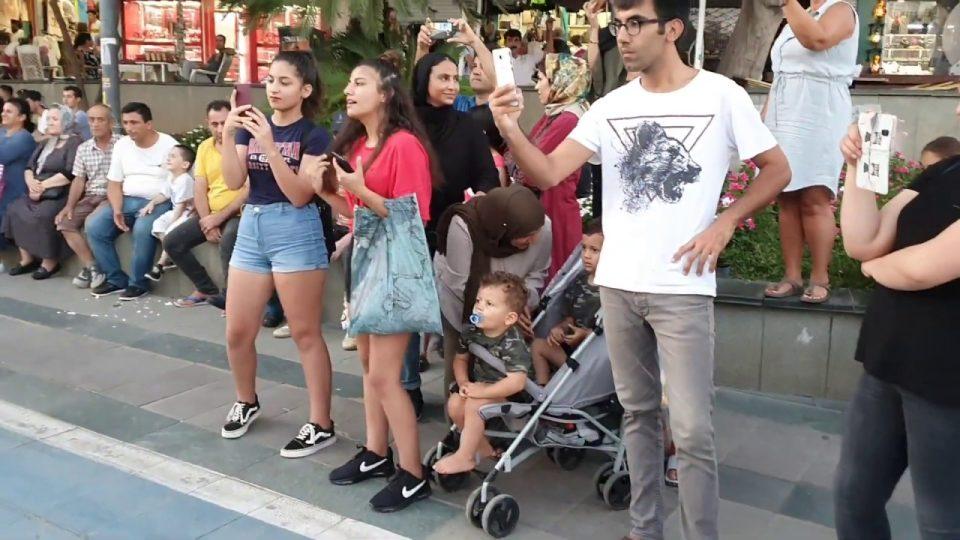 Küsme Aşka – Dön Desem Sözleri – Grup Orfe07 Antalya Kale Kapısı Sokak Müzisyenleri