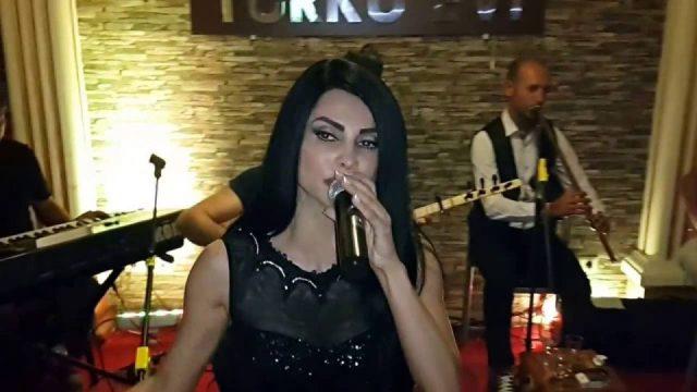 Dağlarına Dargınım Yollarına Vurgunum - Serpil Efe - Sıla Türkü Evi Serpil Efe Konseri Türküleri