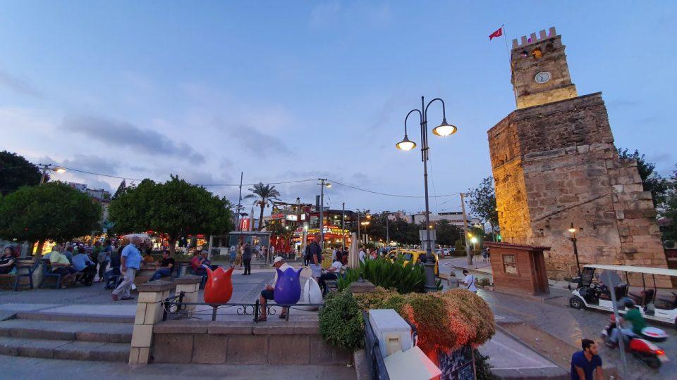 Kale Kapisi Saat Kulesi Kapali Yol Antalya Manzara (3)
