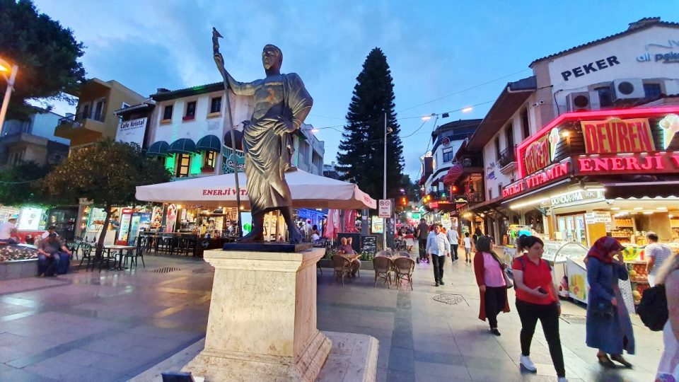 Kale Kapısı – Saat Kulesi – Kapalı Yol Antalya Manzara
