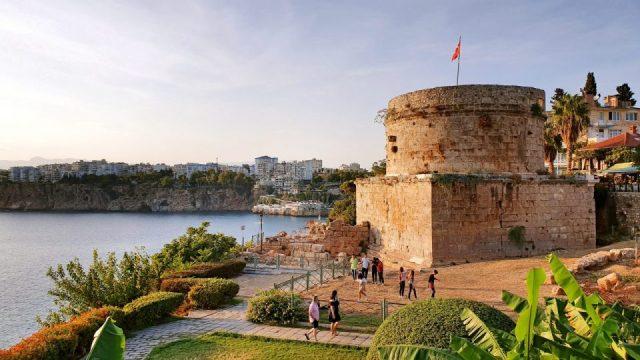 Karaalioğlu Parkı Hıdırlık Kulesi Antalya Gezilecek Yerleri