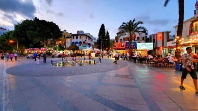 Saat Kulesi Antalya Kale Kapi Kapali Yol Manzarasi (6)
