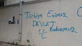 """Antalya'da Milliyetçi Duvar Yazısı - """"Türkiye Evimiz Devlet Babamız"""""""
