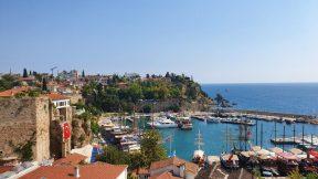 Tophane çaybahçesiden yat limanı ve deniz manzarası Antalya