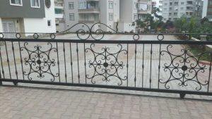 Bahçe Kapısı Bahçe Teli - Tel Çit Dikenli Tel Örgü Tel Halı Saha Kurulumu