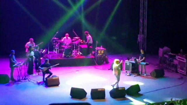 Adaletin bu mu dünya - Selda Bağcan Antalya Konseri - Güvenemem servetime malıma sözleri