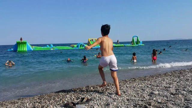 Antalya Konyaaltı Plajı Denize Girenler - Antalya Gezi Tatil