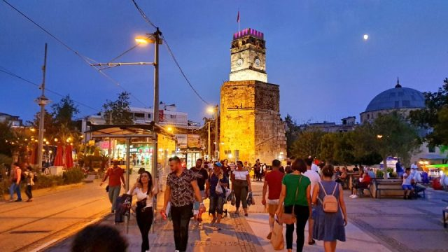 Saat Kulesi Manzarası Antalya Kale Kapısı