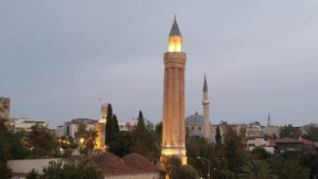 Yivli Minare Antalya - Akşam üzeri Cumhuriyet Meydanı Kaleiçi ve Deniz Manzaraları