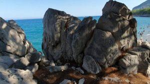Küçük Çaltıcak Kayalıklardan Kumsala İniş Antalya Çam Ormanları Deniz Manzarası