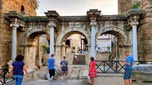 Antalya Üçkapılar (Hadrian Kapısı) - Antalya Turistik Gezilecek Yerleri