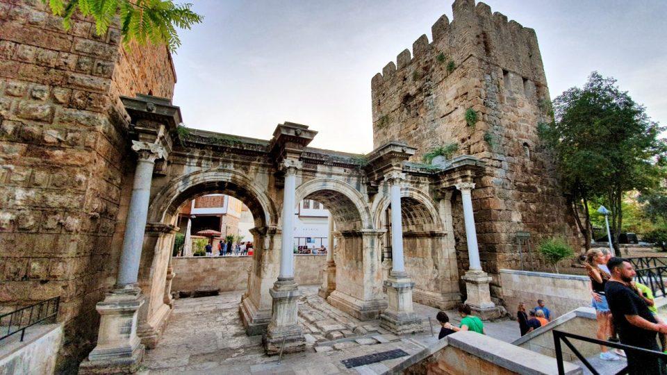 Üçkapılar Antalya Turistik Tarihi Mekanlar Gezilecek Yerleri Görülmesi Gereken Yerler (6)