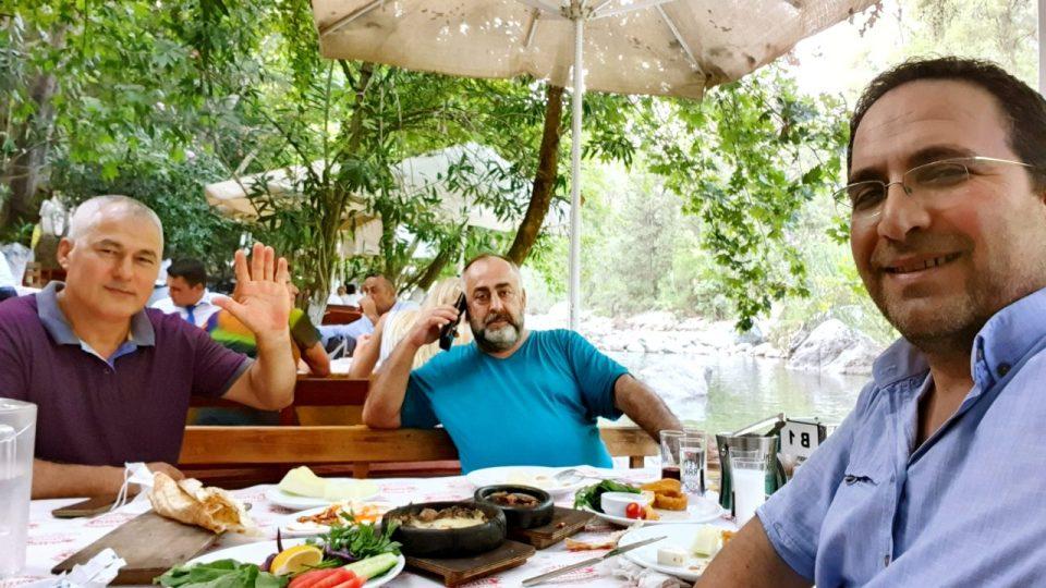 Erdal Efe – Cemil Uygun Yarıkpınar Meydan Restaurant_3