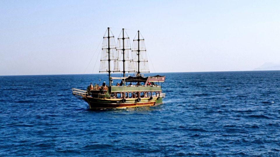 antalya yat limanından manzaralar balıkçı iskelesi tekne turları_6