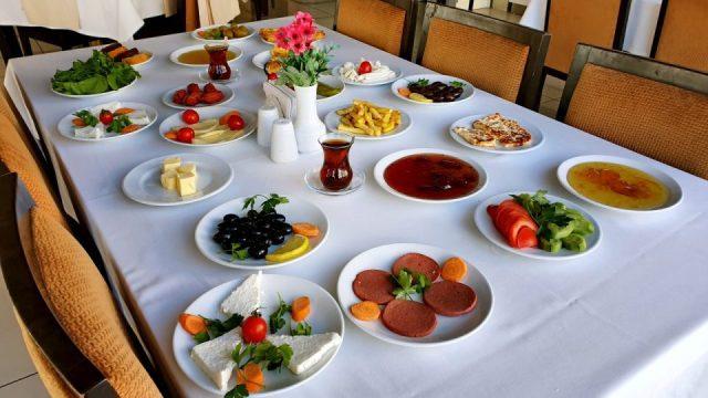 Serpme Kahvaltı Sunumu Kahvaltı Ürünleri
