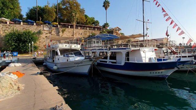 Yat Limanı Antalya Kaleiçi Deniz Manzarası Balıkçı Tekneleri Tur Tekneleri
