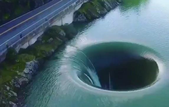 bu gölde delik var göl manzarası girdap tehlikeli yerler
