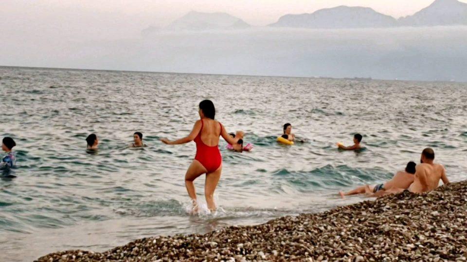 antalyada deniz manzarası konyaaltı beach gezilecek yerler 10
