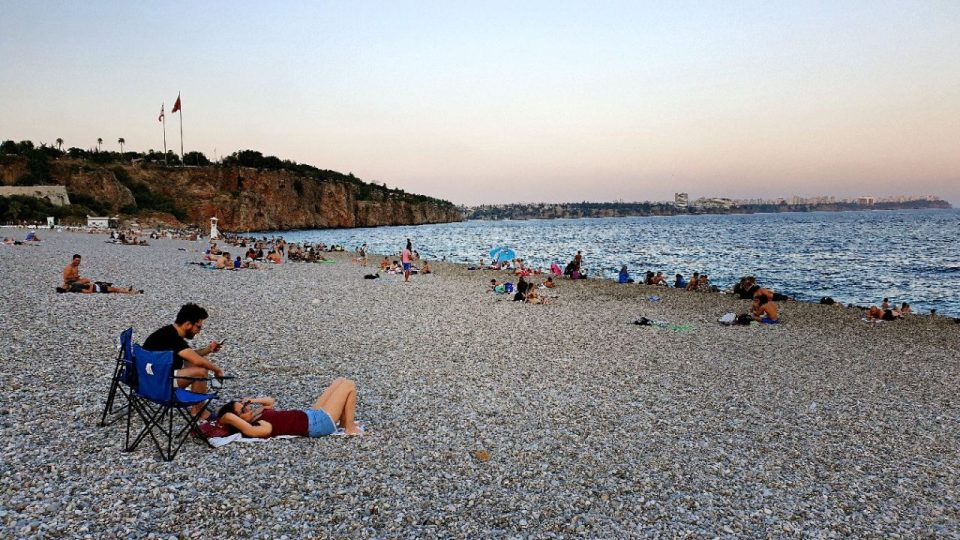 antalyada deniz manzarası konyaaltı beach gezilecek yerler 2