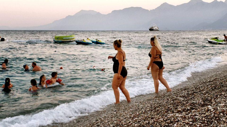 antalyada deniz manzarası konyaaltı beach gezilecek yerler 8
