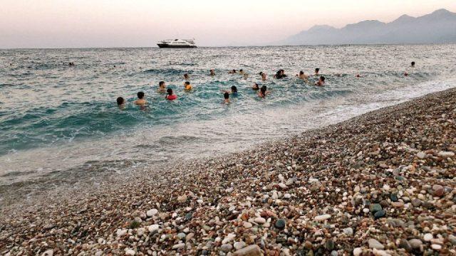 antalyada deniz manzarası konyaaltı beach gezilecek yerler 9
