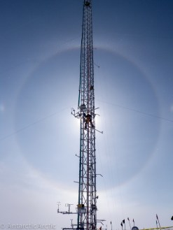 22 deg halo around a climber on the 50m tower (Summit)