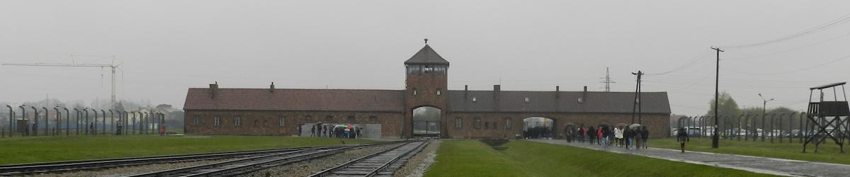 L'ingresso di Auschwitz II Birkenau