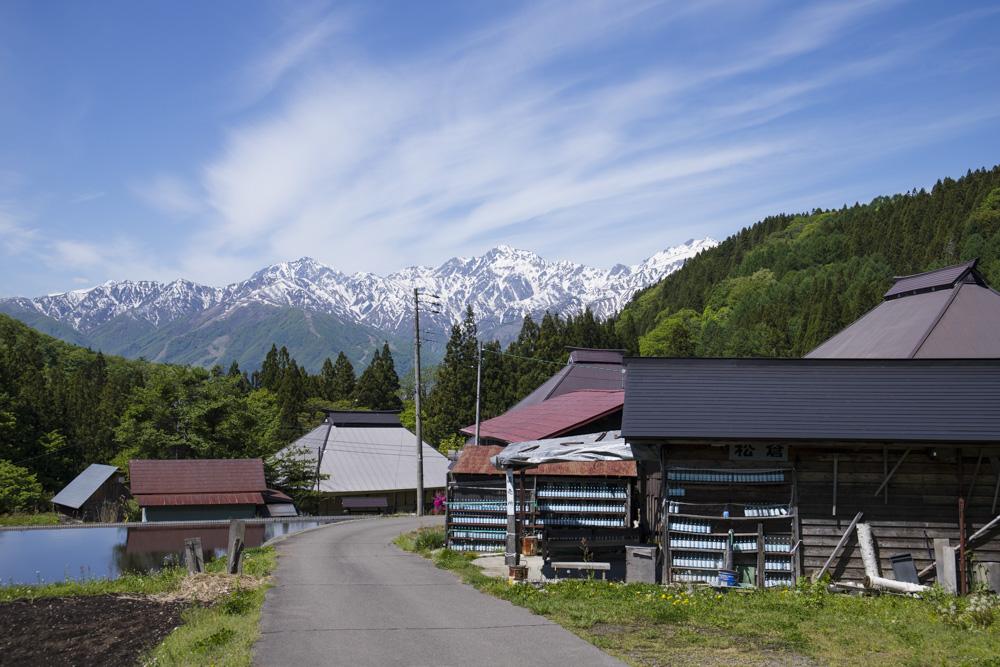 古民家と五竜岳