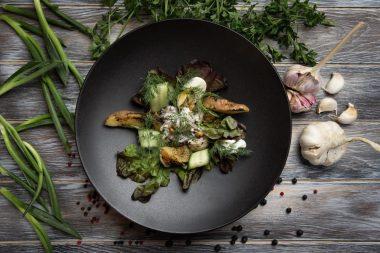 Салат с маринованными опятами, маслятами и белыми грибами с соусом из грецкого ореха и сметаной