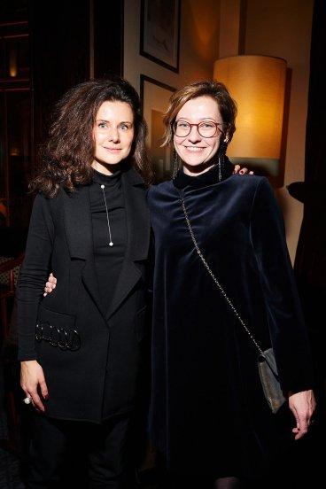 Алиса Прудникова (справа)