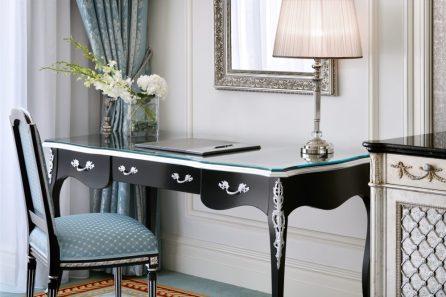 Emerald Palace Kempinski Dubai - Writing Desk