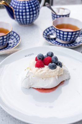Kuznya_Meringue-vanilla-cream-berries-e1539543198297-2