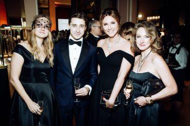 Алена Орехова Артем Королев, даша Веледеева и Алена Пенева
