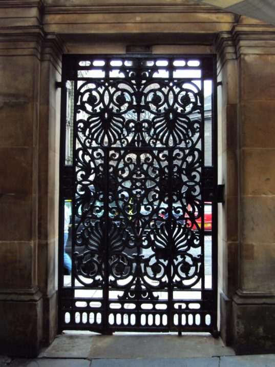 Anthemions on a gate