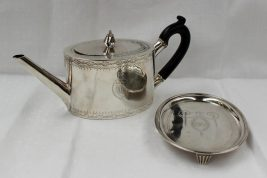 A George III Irish silver teapot with a matching teapot stand, Dublin, 1766, William Homer. Sold for £800 at Anthemion Auctions