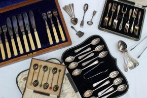 An Edward VII silver bladed part fish set, Sheffield, 1909, together with cased and loose spoons and forks etc approximately 518 grams. Sold for £280 at Anthemion Auctions